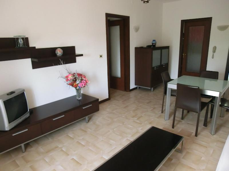 Casa di Marta, Portogruaro - Sala da pranzo e salotto, dining and living room , salle à manger e salon, comedor y sala de estar, Esszimmer und Wohnzimmer